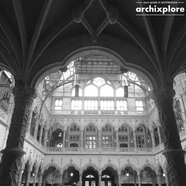 Handelsbeurs Antwerpen ontworpen door architect Joseph Schadde - doorkijk naar binnenplaats en overkapping