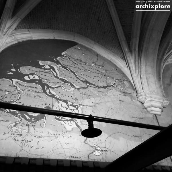Handelsbeurs Antwerpen ontworpen door architect Joseph Schadde - detail kaarten aan muren met Antwerpen en omgeving