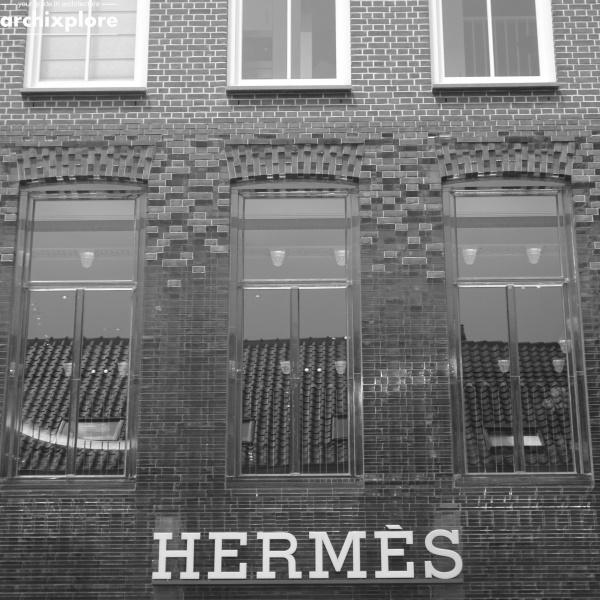 Crystal Houses Amsterdam - gevel Hermes