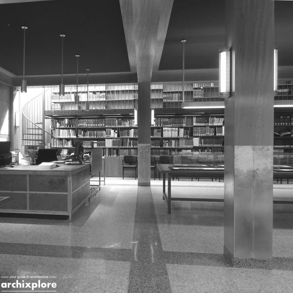 Leeszaal en depot Museum Plantin-Moretus Antwerpen - doorkijk bibliotheekwand leeszaal
