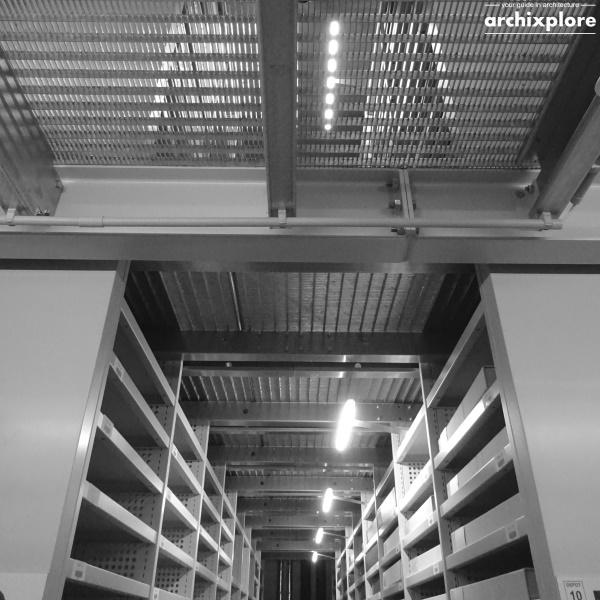 Leeszaal en depot Museum Plantin-Moretus Antwerpen - depot met dubbelhoge kasten